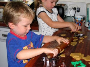 Ginger-Biscuits-with-kids